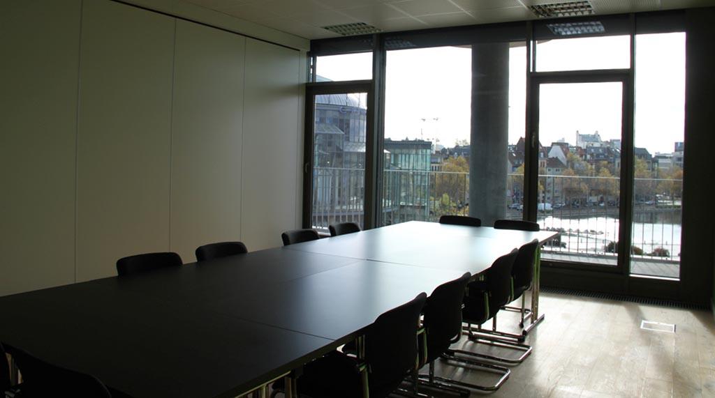 Blick-nach draussen-auf-den-mediapark-vom-kleinen-konferenzraum-im-startplatz-koeln