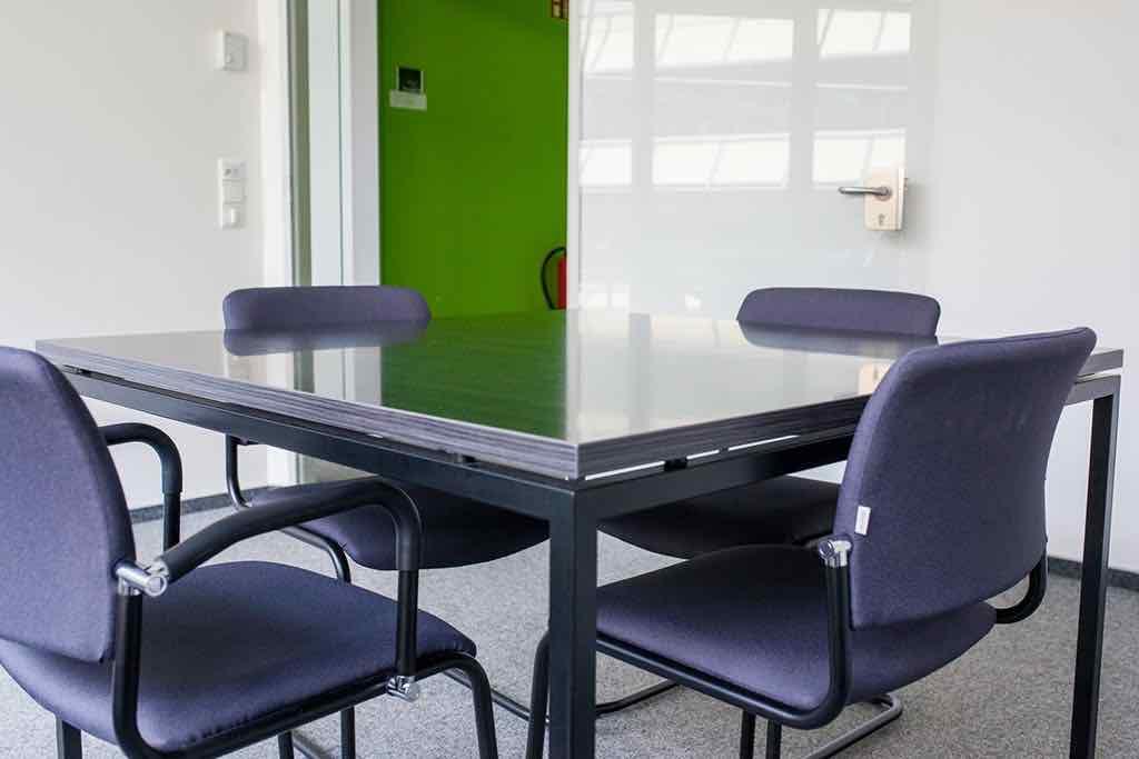 Detailansicht-von-einem-kleinen-Konferenzraum-im-Startplatz-Koeln