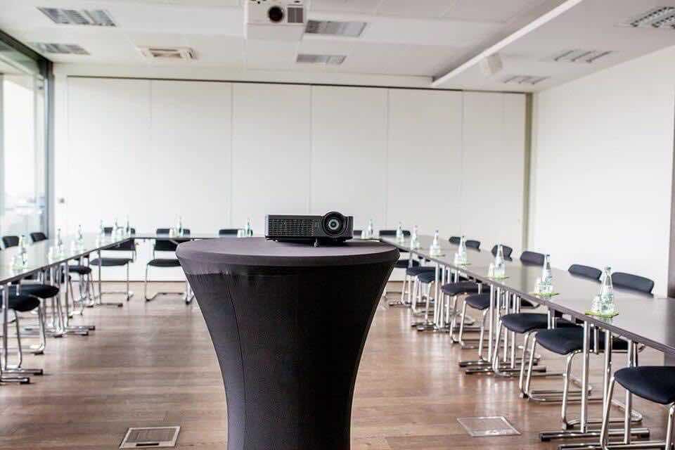 Großansicht-Beispiel-von-einemKonferenzraum-im-Startplatz
