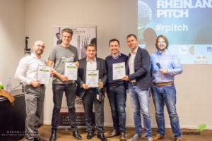 Die Gewinner des Rheinland-Pitch #45 (v.r.n.l.: Sebastian Andes (Whiron), Matthias Steinforth (Durst), Jürgen Resch (WMOOVE), Daniel Steinhauss (AviPay), Vidar Andersen