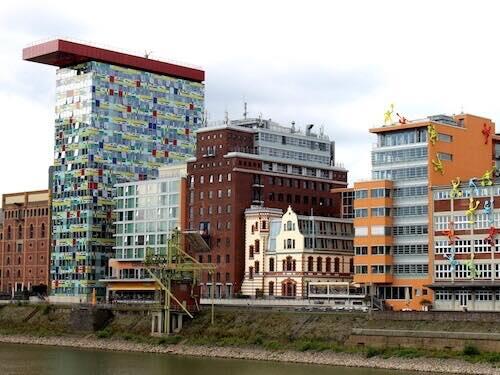 In guter Gesellschaft im Düsseldorfer Medienhafen