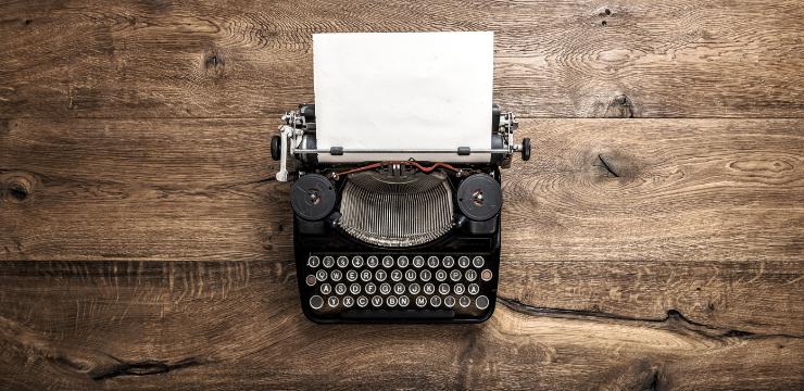 Schreibmaschine zum Verfassen eines coolen Blogbeitrages